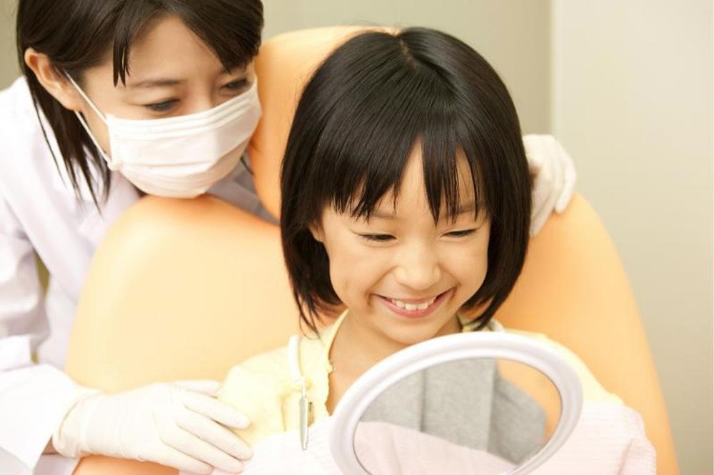 子供を誉める歯医者